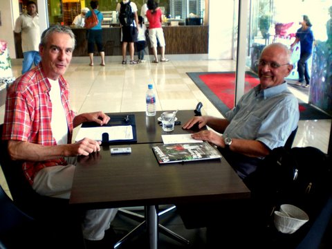 Bert Boelaars (links) en Guus van Bladel in Singapore